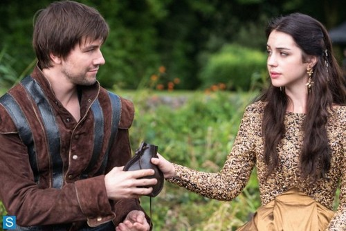 Reign [TV Show] Hintergrund entitled Reign - Episode 1.05 - A Chill in the Air - Promotional Fotos