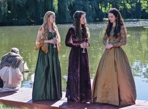 Reign Episode 1.05 'A Chill in the Air' Promotional Pictures
