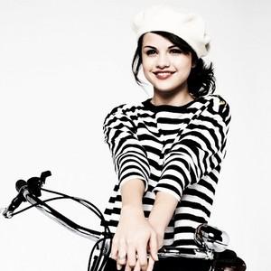 Selena's so cute