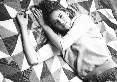 Shailene Woodley fondo de pantalla possibly containing a neonate and a bedroom entitled Shailene.