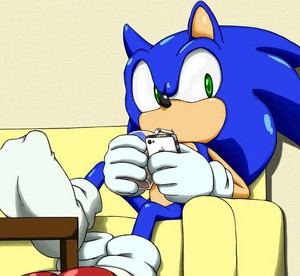 Sonic playing the iPhone