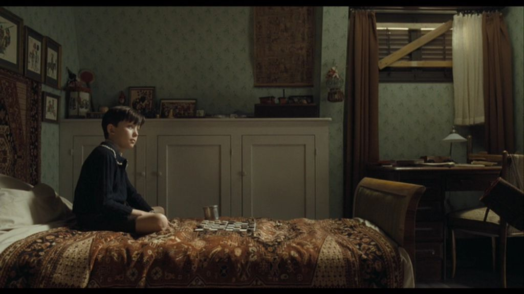 the boy in the striped pyjamas larawan tbitsp screencaps hd  the boy in the striped pyjamas wolpeyper probably a living room a drawing room