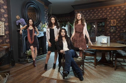 Witches of East End • Promotional Photo - witches-of-east-end Photo