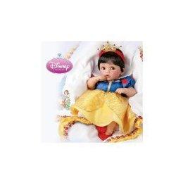 bébés wearing Disney princess robe