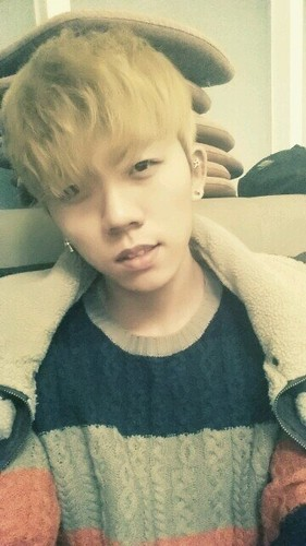 Topp Dogg 壁纸 probably containing a boater, a neonate, and a fedora called [131026] Gohn changed his twitter DP.