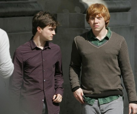 Harry Potter फिल्में वॉलपेपर possibly containing an outerwear, a leisure wear, and a well dressed person titled <333