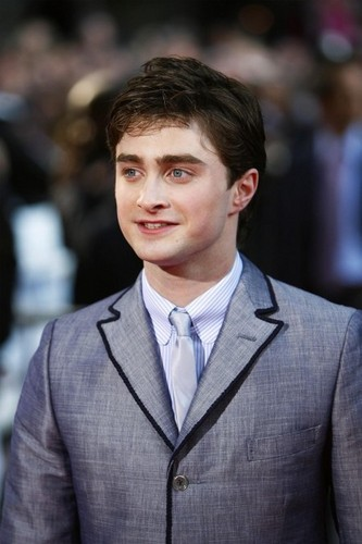 Harry Potter फिल्में वॉलपेपर containing a business suit, a suit, and a double breasted suit entitled <333