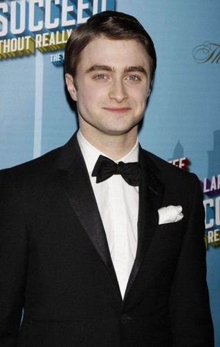 Harry Potter फिल्में वॉलपेपर probably with a business suit and a suit titled <333