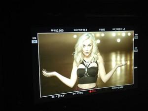 ''Move'' música Video - Stills