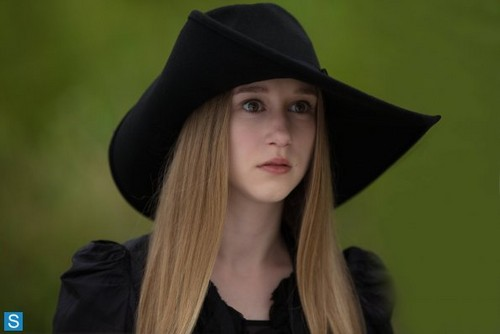 American Horror Story karatasi la kupamba ukuta possibly containing a fedora entitled American Horror Story - Episode 3.05 - Burn, Witch, Burn! - Promotional picha