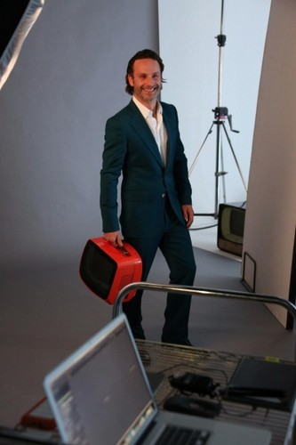 Andrew 링컨 바탕화면 containing a business suit entitled Andrew - HOLBORN STUDIOS BEHIND THE SCENES