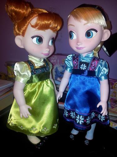 Princess Anna 바탕화면 titled Anna and Elsa Toddler 인형