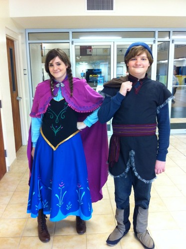 Frozen kertas dinding called Anna and Kristoff Cosplay