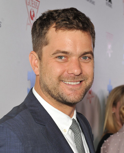 Joshua Jackson wallpaper with a business suit called Autism Speaks 2013 Blue Jean Ball