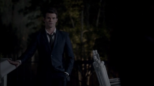 Elijah & Hayley پیپر وال with a business suit entitled Elijah & Hayley (The Originals S01E05)