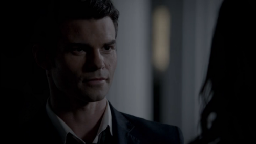 Elijah & Hayley پیپر وال containing a business suit, a suit, and a three piece suit entitled Elijah & Hayley (The Originals S01E05)