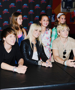 Elington, Rydel, Ross