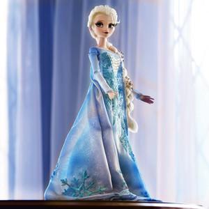 Elsa 迪士尼 Store Limited Edition doll