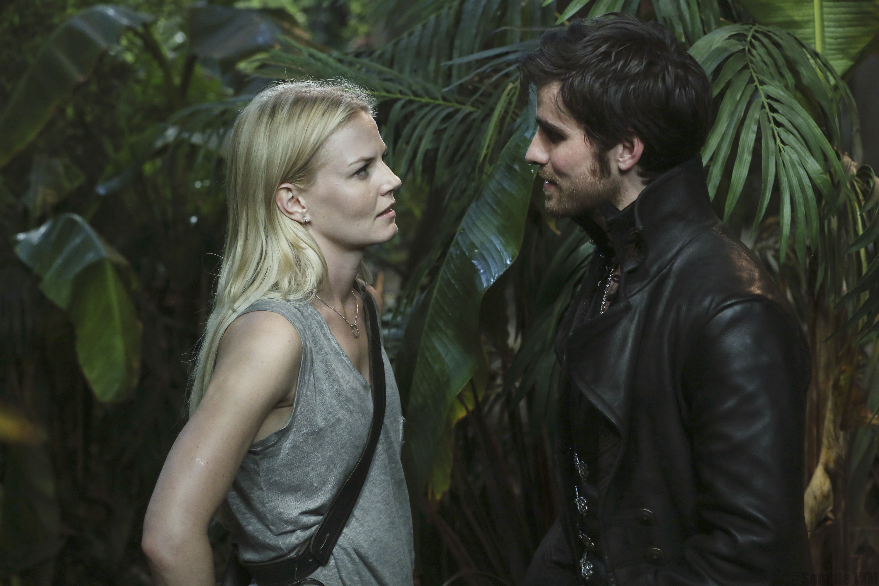 once upon a time season 2 emma and captain hook Once upon a time star colin o'donoghue dishes to us weekly about dishes on the season 4 finale, captain hook make an easy time of it, hook and emma, the.