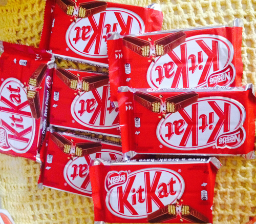 cokelat wallpaper called Kitkat