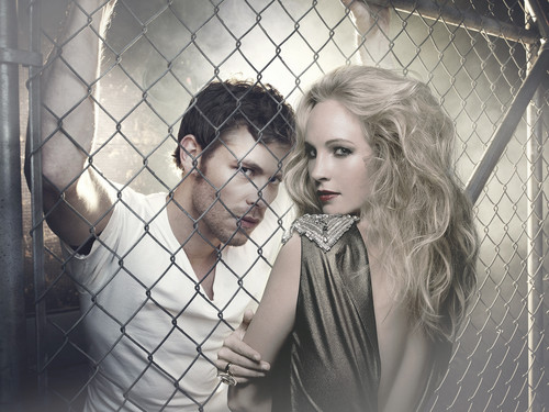 The Originals پیپر وال containing a chainlink fence titled Klaus & Caroline