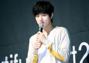 L – Bravo Viewtiful Pt.2 Fansign