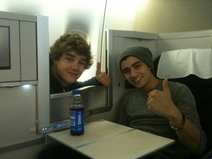 Liam and Zayn in the plane to LA!