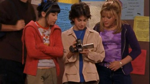 Lizzie McGuire fondo de pantalla with a bearskin called Lizzie, Miranda and Gordo