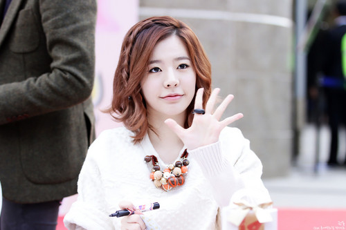 Girls Generation/SNSD wallpaper containing a portrait called Lotte Fansign-Sunny