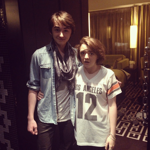 Maisie Williams & Isaac Hempstead-Wright