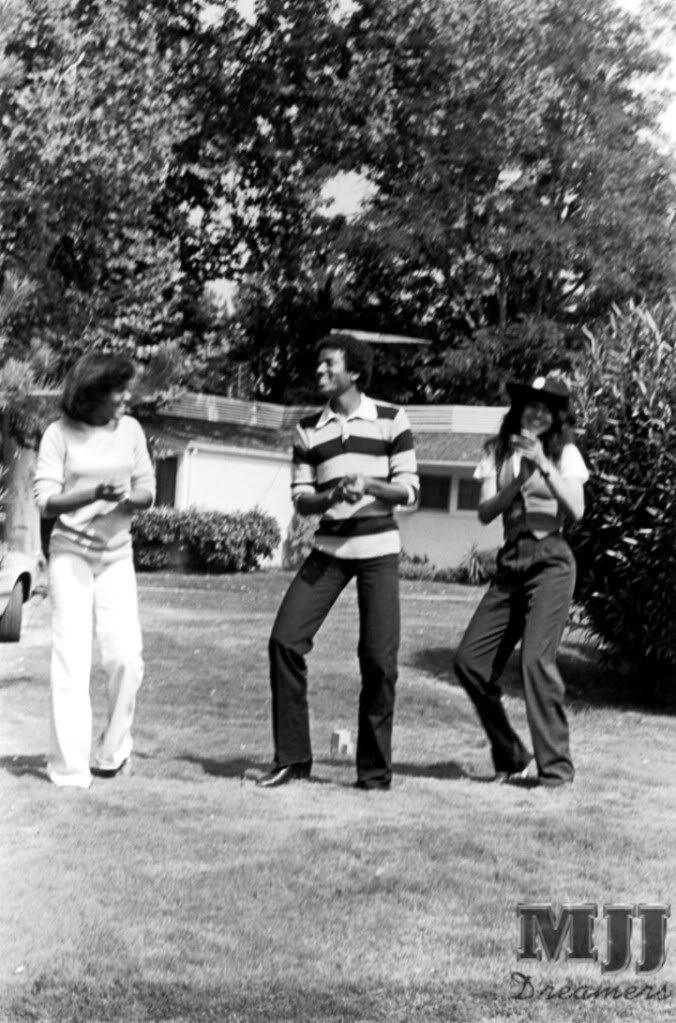 Michael Hanging Out With LaToya And Janet