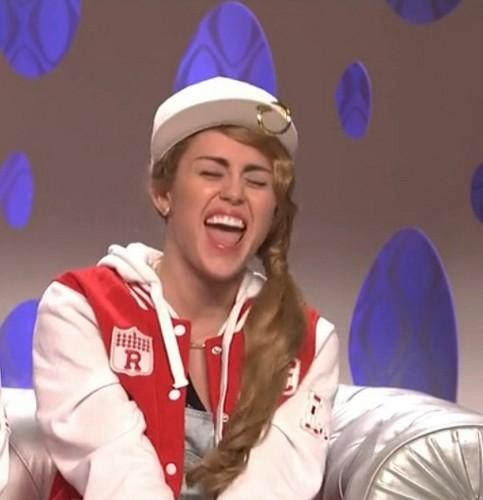 Miley Cyrus karatasi la kupamba ukuta titled Miley