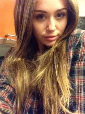 Miley wearing wiggggg