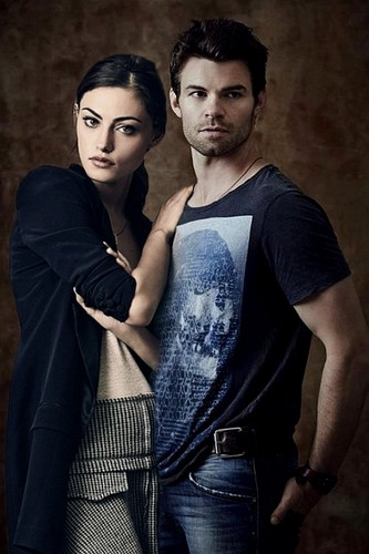 The Originals پیپر وال possibly containing a سب, سب سے اوپر and a playsuit, پلایساٹ titled Phoebe Tonkin & Daniel Gillies » SDCC shoot