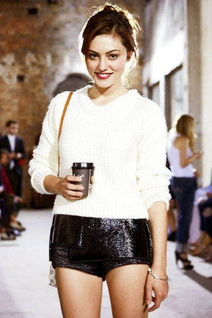 Phoebe Tonkin—Ellery دکھائیں during Mercedes-Benz Fashion Week Australia (04/09/13)