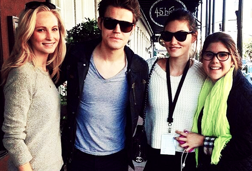 ヴァンパイア・ダイアリーズ 壁紙 containing sunglasses called Phoebe Tonkin, Paul Wesley & Candice Candice Accola in Savannah, Georgia