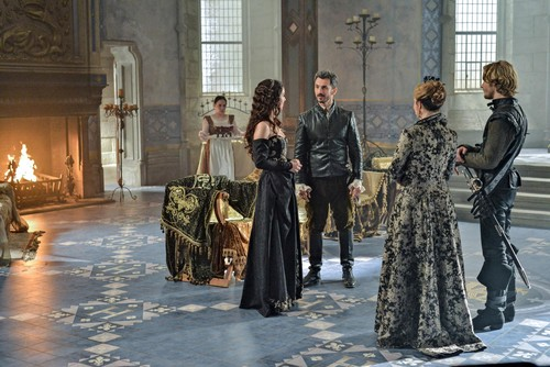 Reign [TV Show] wallpaper probably containing a strada, via called Reign - 1x07 - Promotional foto