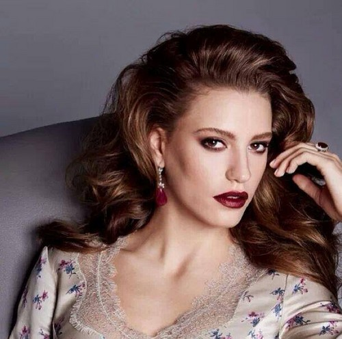 Serenay Sarikaya wallpaper with a portrait titled Serenay - Photo Sessions ♥