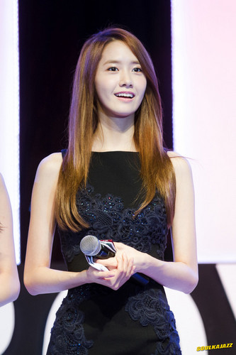 Im yoonA fond d'écran containing a portrait called Yoona 'GiRL de Provence' Thank toi Party