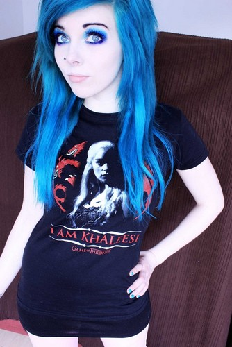 Emo wallpaper with a jersey titled ira, vampira, emo, girl, scene, queen, pastel goth, white hair, blonde, vampire, doll, blue hair