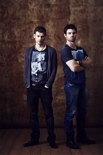 Os Originais wallpaper containing long trousers titled joseph morgan & daniel gillies → comic con 2013 photoshoot