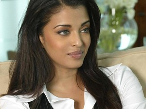 UNIVERSAL BEAUTY QUEEN - AISHWARYA RAI