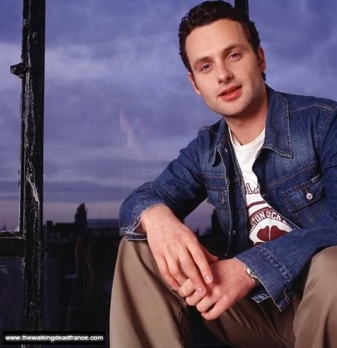 Andrew lincoln Hintergrund titled cute andrew