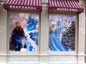 Anna and Elsa on Main Street at Disneyland Paris