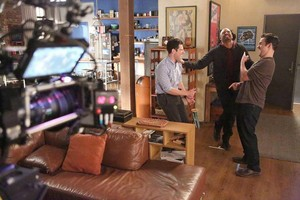 "Behind the Scenes 사진 from NEW GIRL: ""Coach"""