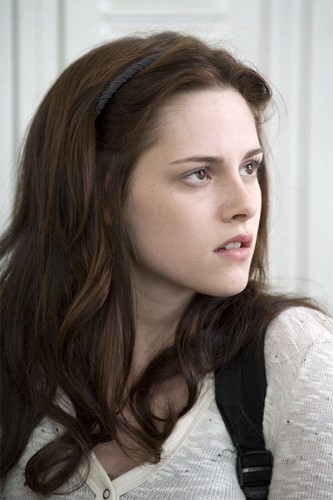 Bella Swan wallpaper containing a portrait entitled Bella in Twilight