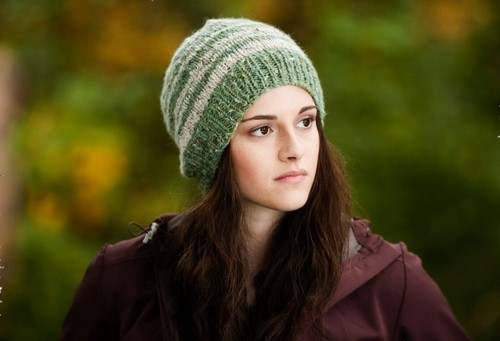 Bella Swan wallpaper probably with a tam and a beret entitled Bella Swan in Eclipse