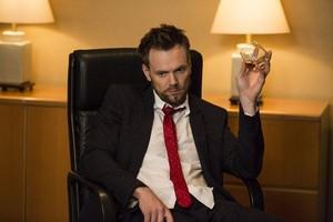 Season 5 Episode 1 Repilot تصاویر