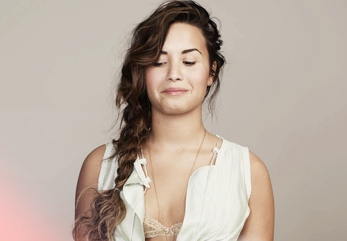 Demi Lovato پیپر وال containing a portrait titled Demi <3