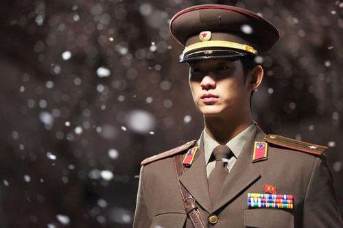 Kim SooHyun wallpaper with a green beret, regimentals, and battle dress called Film Kim Soo Hyun 'Secretly Greatly'